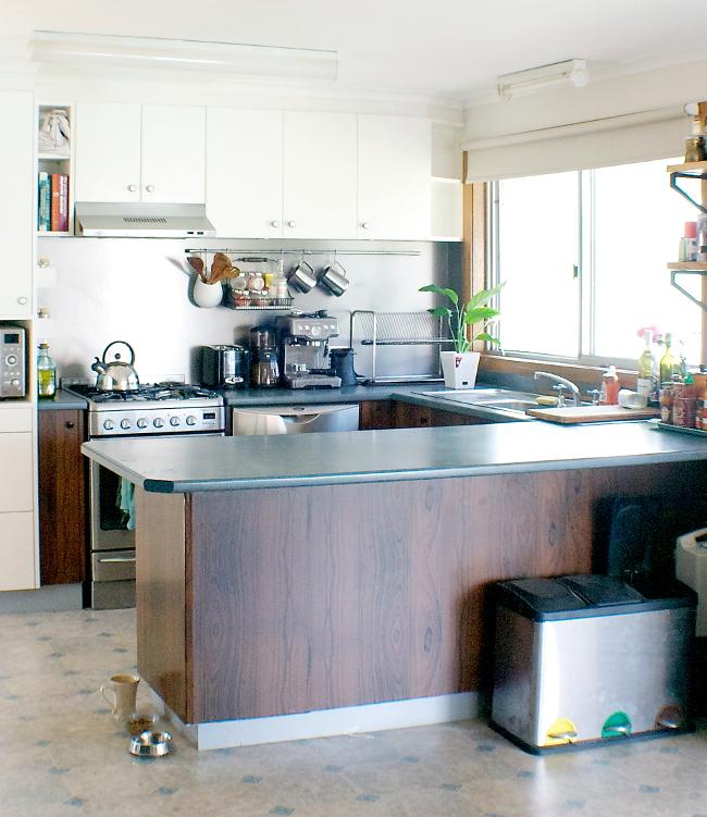 white contact kitchen full