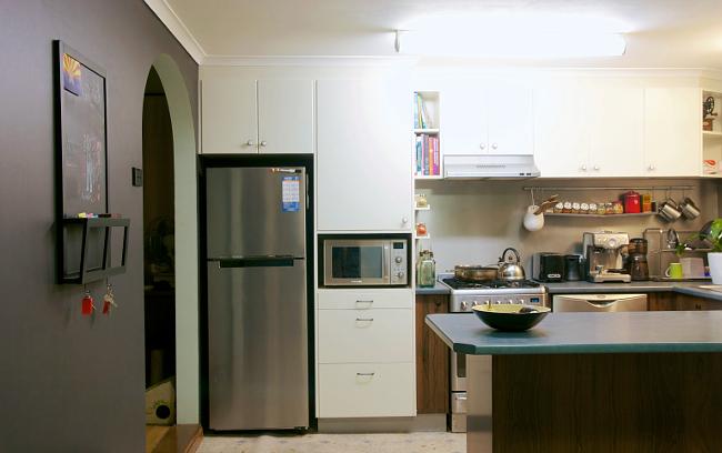 black kitchen wall 1