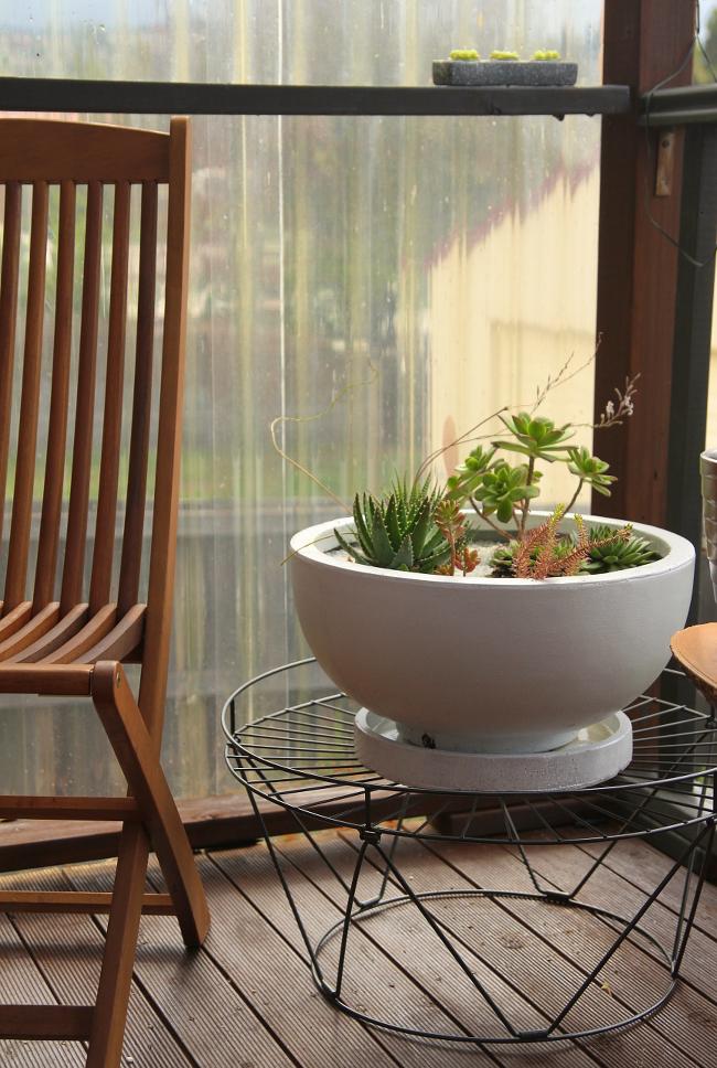 Corner succulent planter
