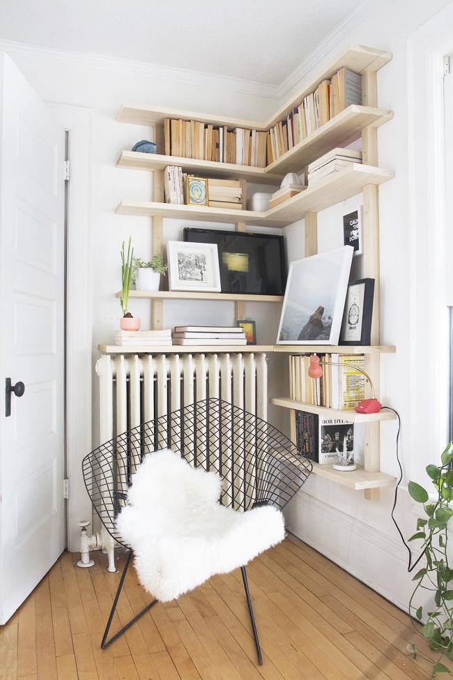 Corner shelf (Deuce Cities Henhouse)